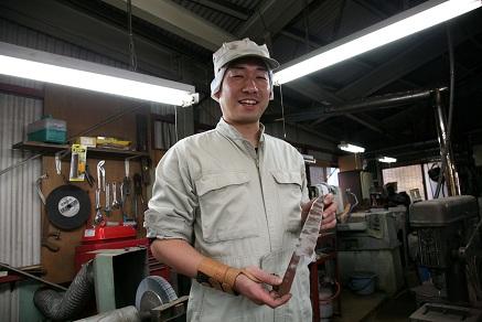 「総火造り」の伝統を守る若い力--「関東牛刀」の製作現場を訪ねて