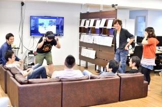VR体験スペースでゲームを楽しむ様子