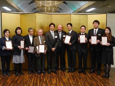 システムキッチン大手のクリナップの特例子会社・クリナップハートフルの創立10周年記念式典で、勤続10年および5年の社員がそれぞれ4名表彰された