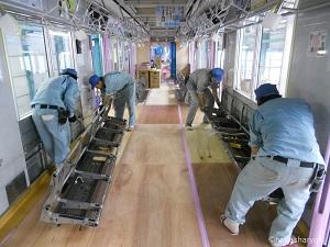 車両部、床敷物貼り替え工事